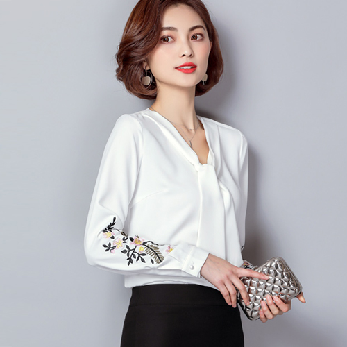 6f878fb07fe New 2018 Blouse Shirt Female Spring Long Sleeve Floral Embroidery Shirts  Women Elegant Top Ladies Plus Size Clothing Casual Tops
